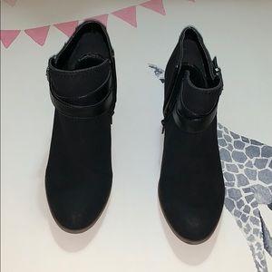 Indigo rd. booties like new size 8 1/2 black